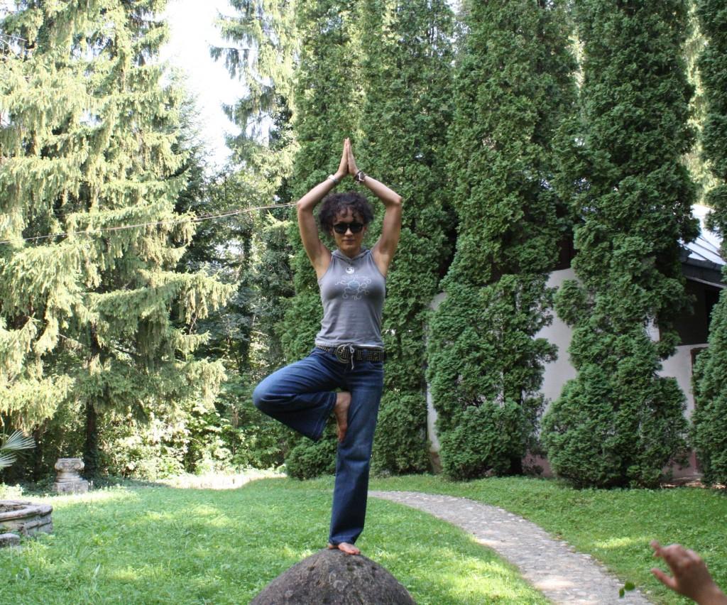 tree pose Sanda